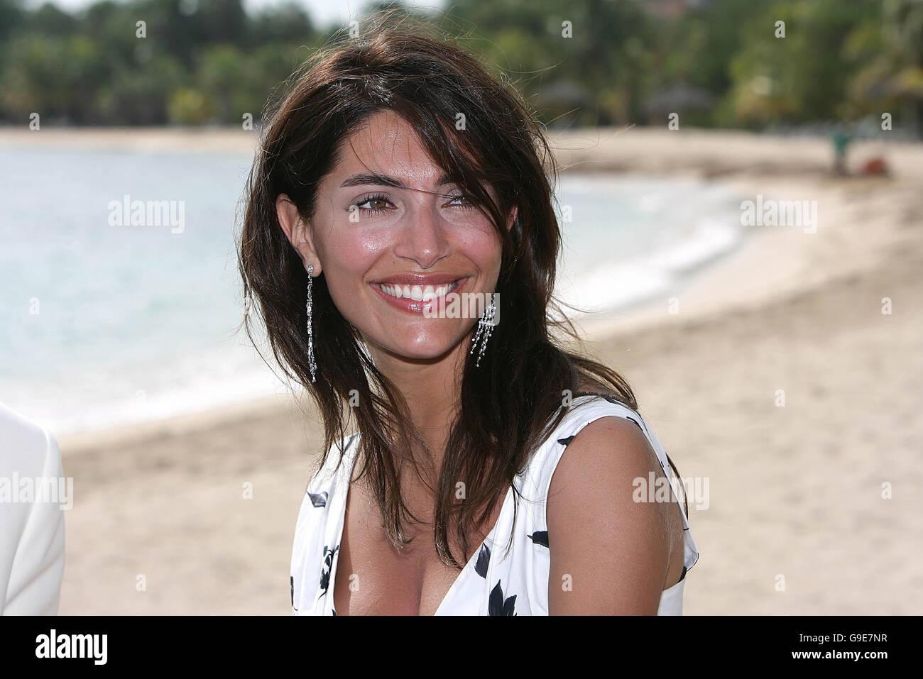 Casino royale james bond actress name roulette porte de douche coulissante