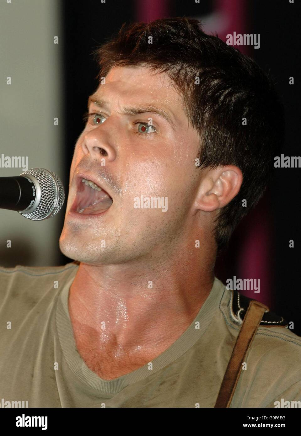 Seth Lakeman instore gig and signing at HMV - Stock Image