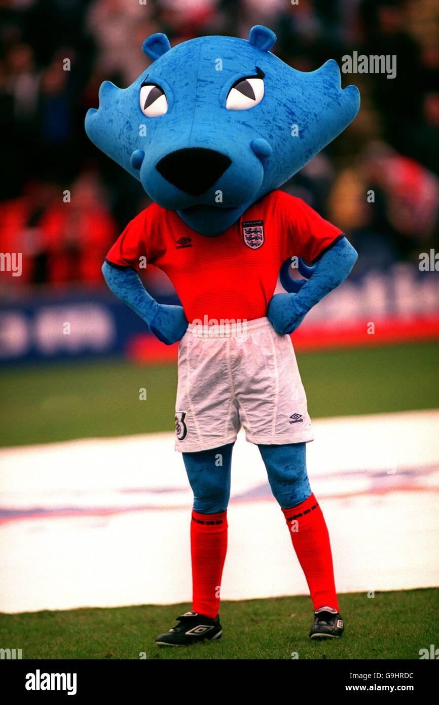 422ef5380 Soccer - World Cup 2002 Qualifier - Group Nine - England v Finland - Stock  Image