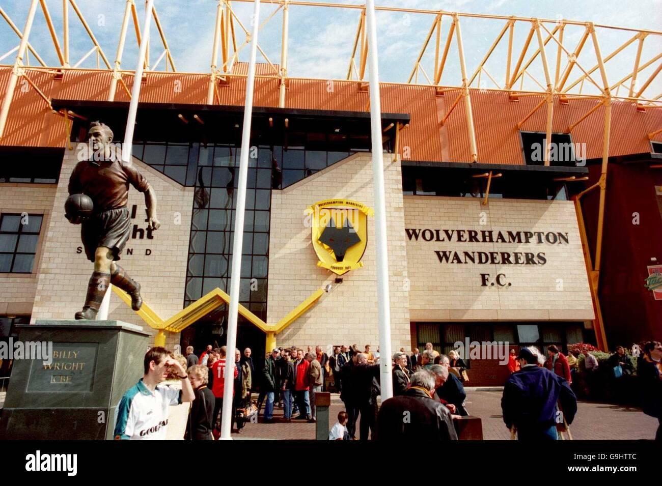 Billy Wright Statue Molineux Stadium Stock Photos & Billy