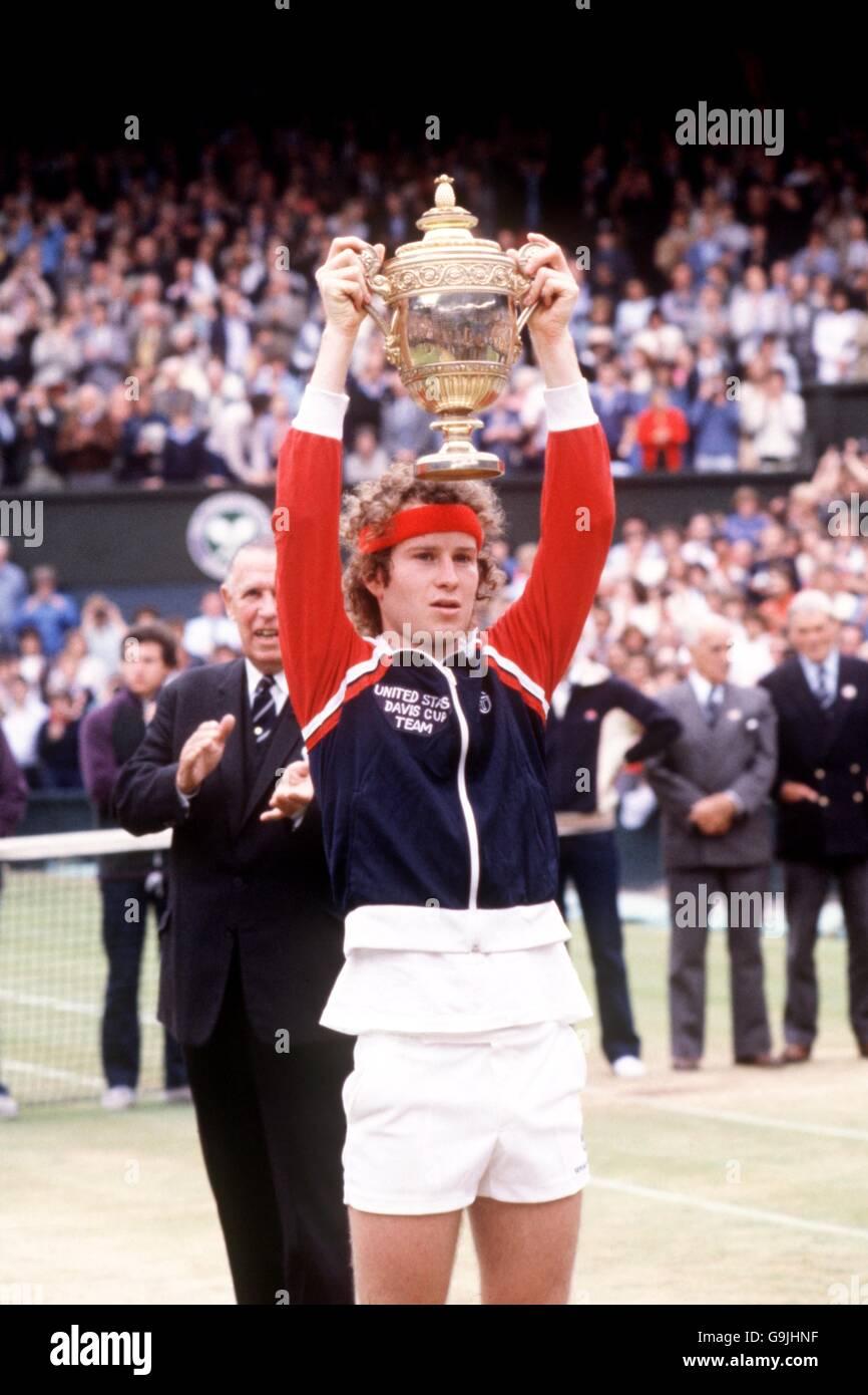 6f558ac5aa53 Tennis - Wimbledon 1981 - Mens Singles Final - John McEnroe v Bjorn Borg -  Stock