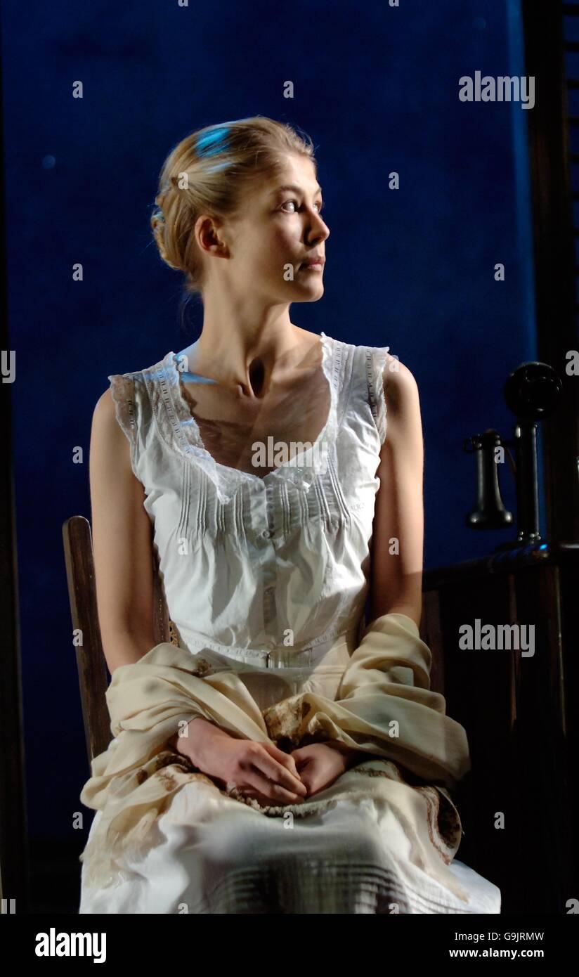 Rosamund Pike - Summer And Smoke - London - Stock Image