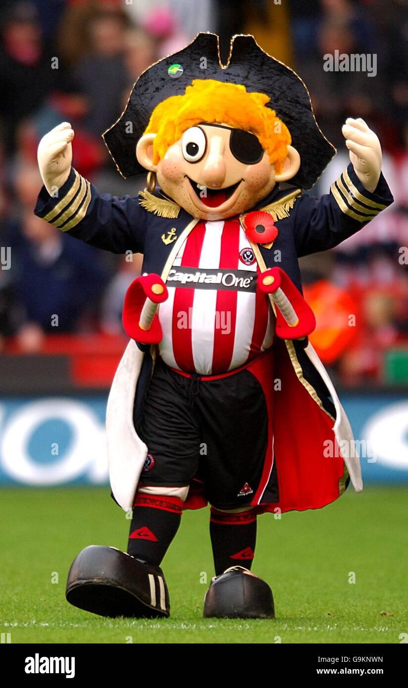 Sheffield United Mascot Captain Blade Stock Photos ...
