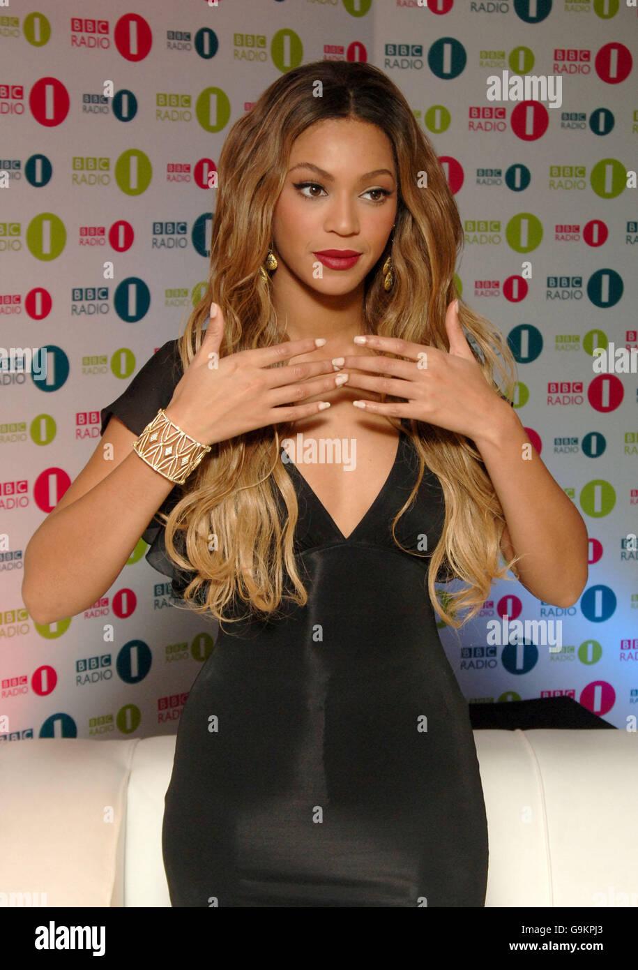 Bbc Radio 1 Chart Show Live Stock Photo 109228955 Alamy