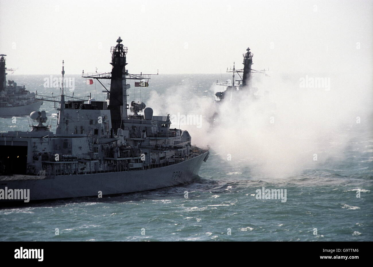 AJAXNETPHOTO. 2002. AT SEA, CHANNEL, ENGLAND. - WAR GAMES - HMS IRON DUKE AND OTHER WARSHIPS ON EXERCISE IN THE - Stock Image