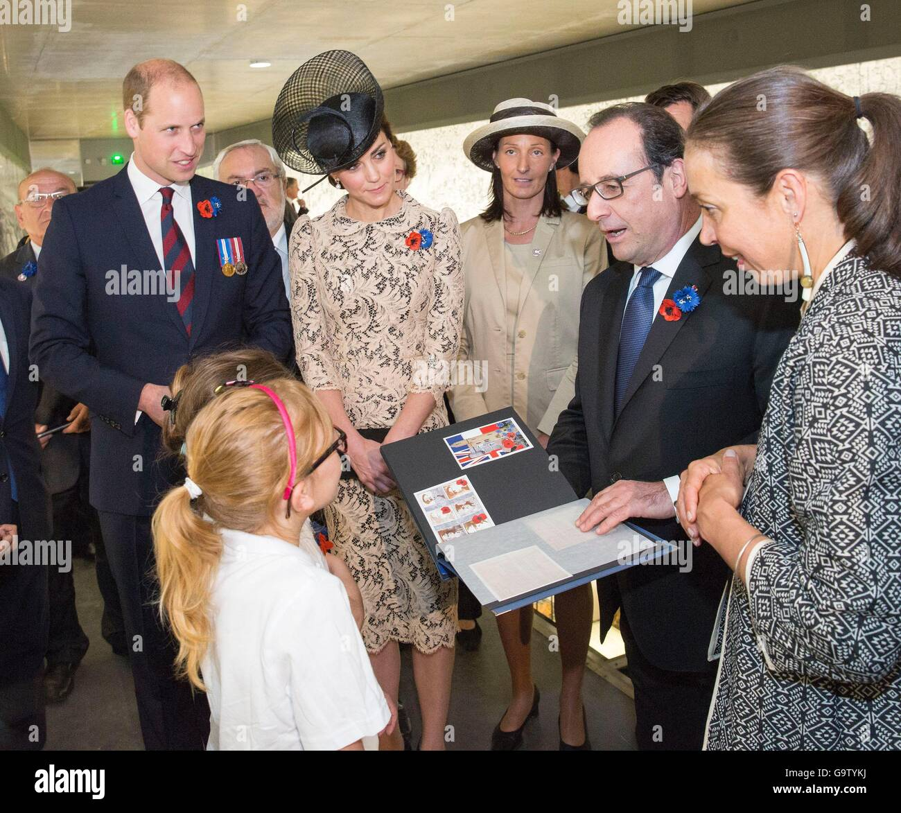 The Duke and Duchess of Cambridge and French President Francois Hollande (second right) meet schoolchildren at the - Stock Image