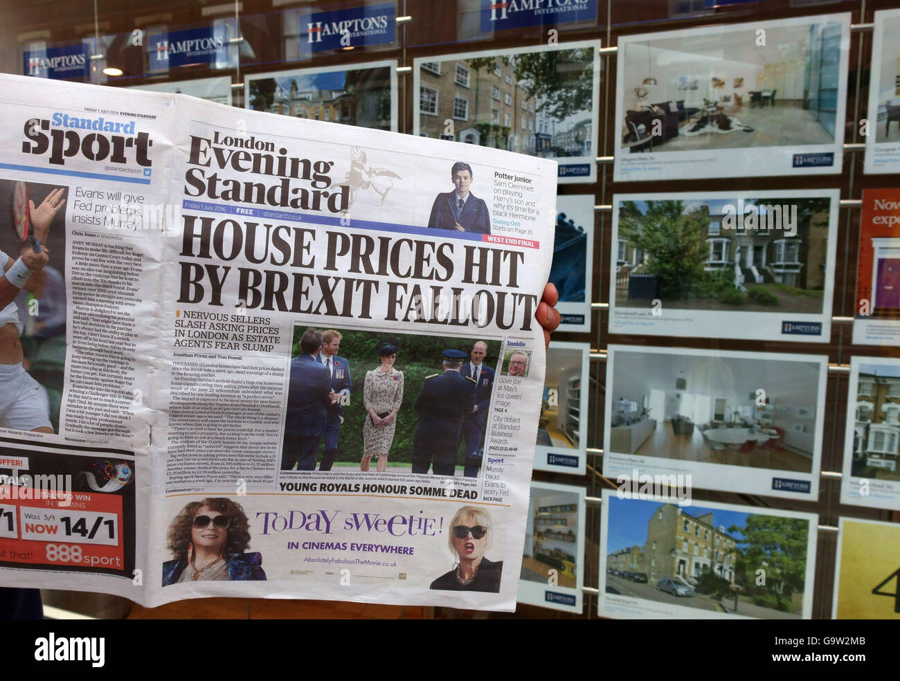 """""""House Prices Hit By Brexit Fallout"""" newspaper headline outside London estate agents Stock Photo"""