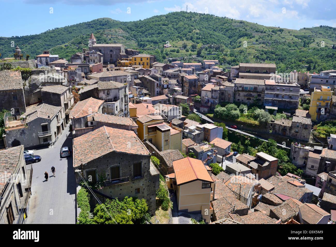 View over red tiled rooftops of Castiglione di Sicilia, Sicily, Italy - Stock Image