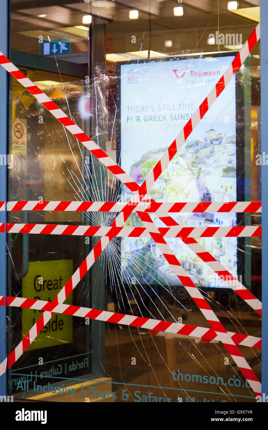 Impacted plate glass window at the front of Thompsons Travel Shop in Piccadilly, Manchester, UK - Stock Image