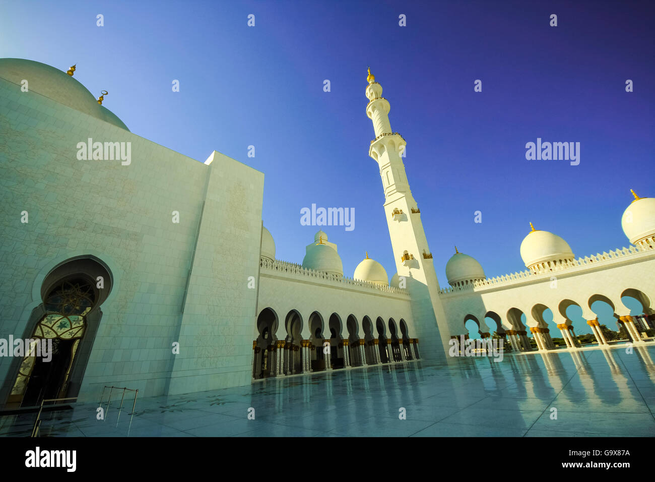 Sheikh Zayed Bin Sultan Al Nahyan Mosque at dusk, Abu Dhabi, United Arab Emirates, Middle East - Stock Image