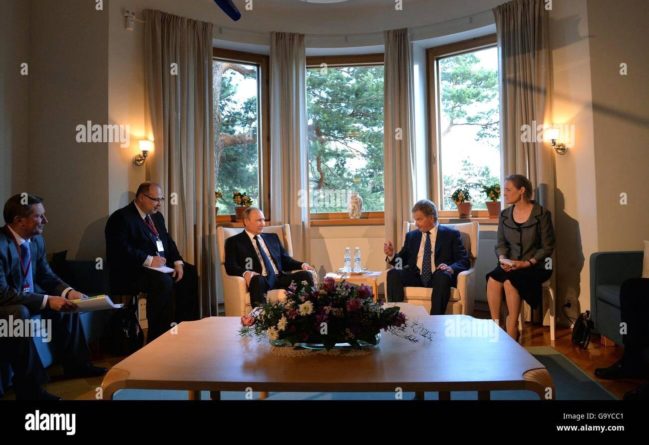 Naantali, Finland. 01st July, 2016. Finnish President Sauli Niinisto hosts bilateral talks with Russian President - Stock Image