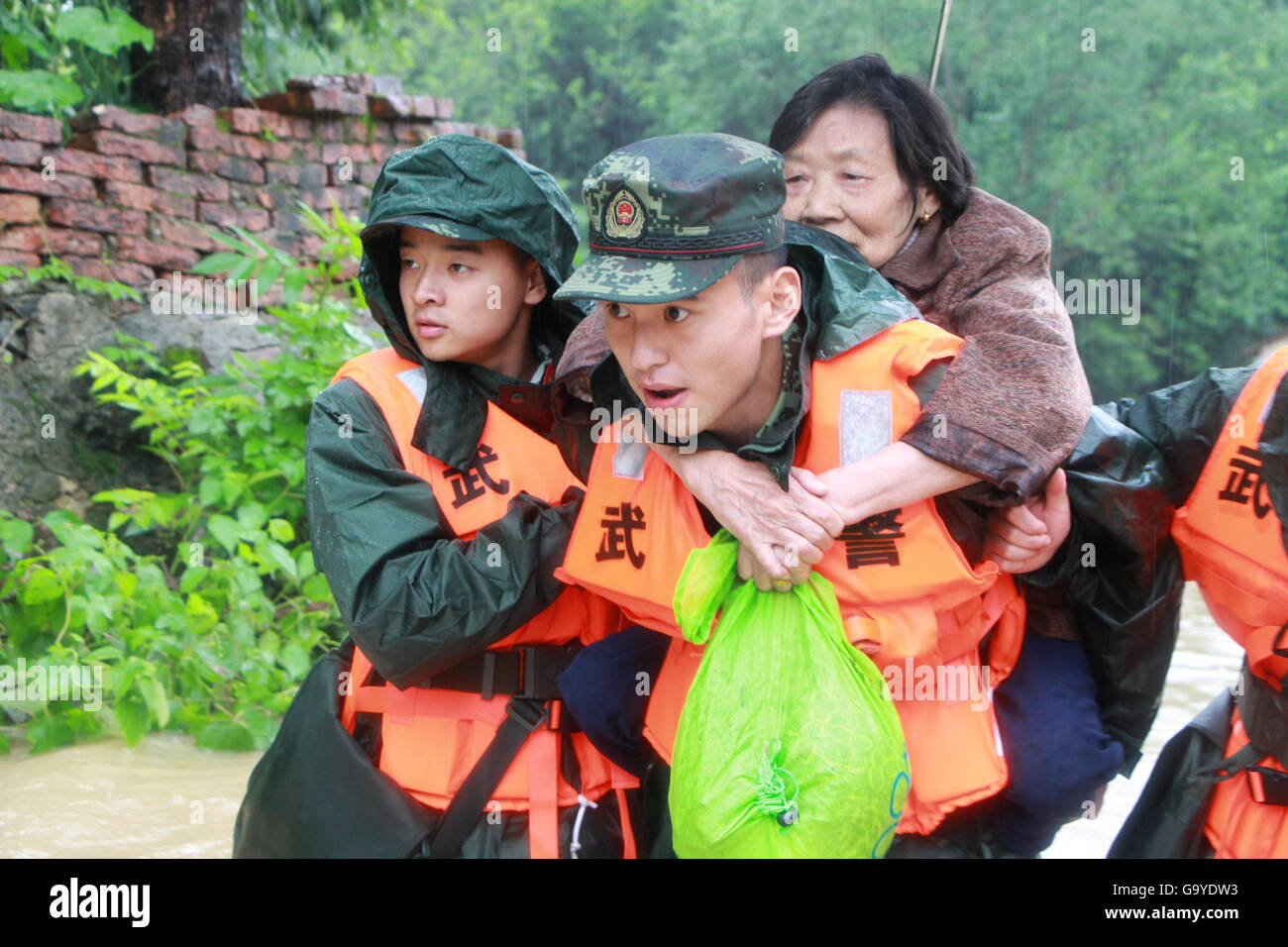 Anqing, China's Anhui Province. 2nd July, 2016. Rescuers evacuate a senior villager in Shouquan Village of Huaining - Stock Image