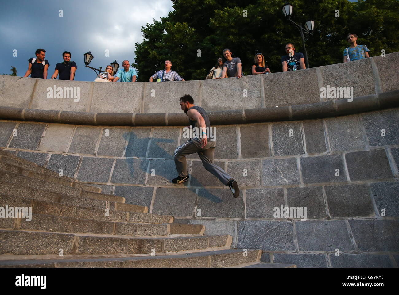 Moscow, Russia. 1st July, 2016. A traceur of the Moscow Academy of Parkour during a training session on Pushkinskaya - Stock Image