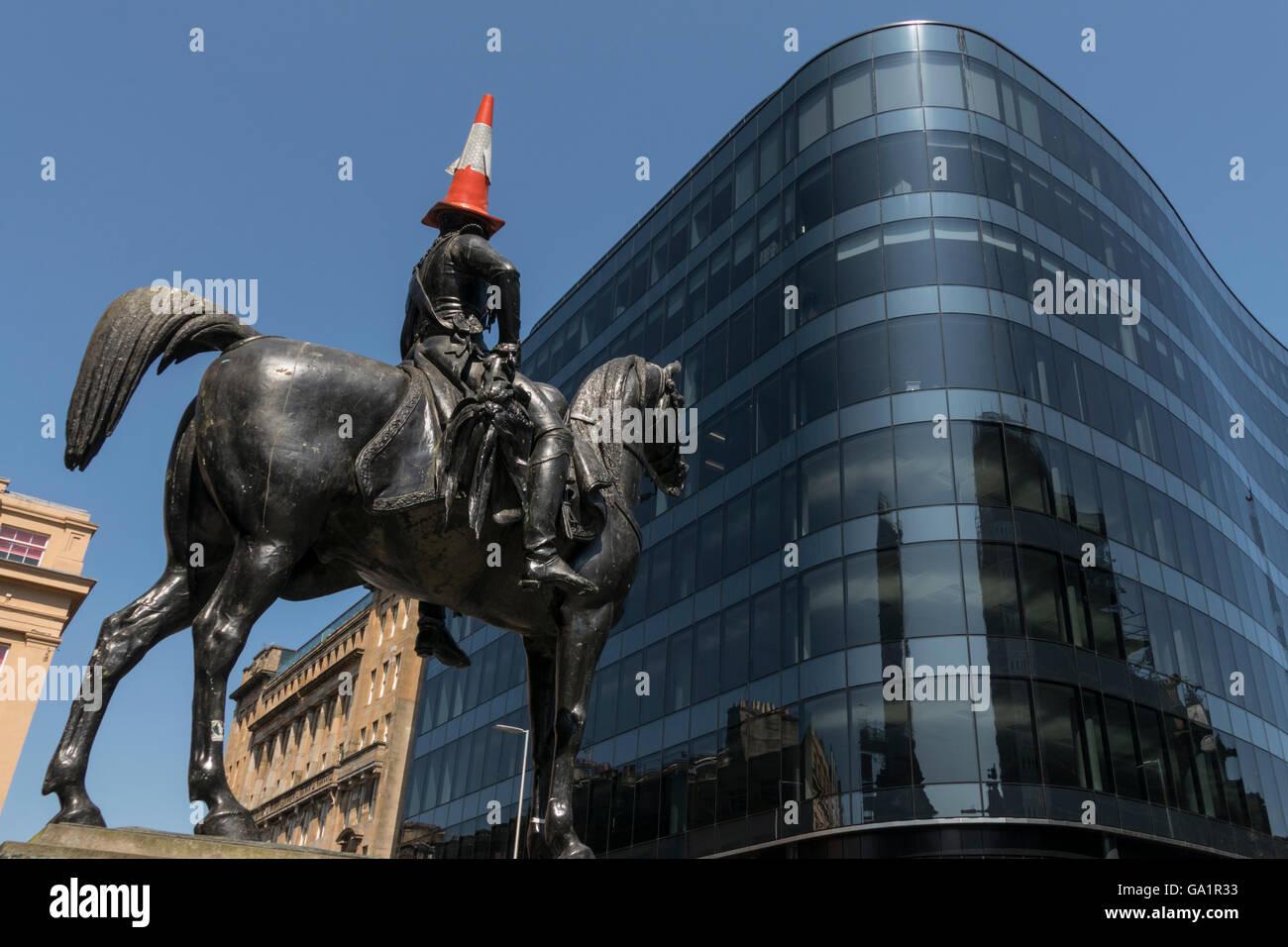 Statue of Duke of Wellington with traffic cone on head, facing modern office block, Glasgow, Scotland, UK, - Stock Image