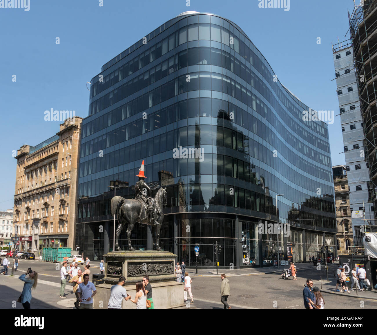 Statue of Duke of Wellington with traffic cone on head,against modern office block, Glasgow, Scotland, UK, - Stock Image