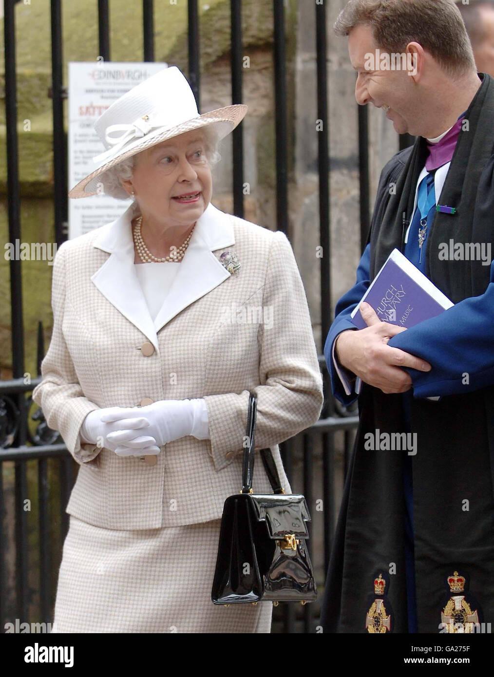 Queen attends church in Edinburgh Stock Photo