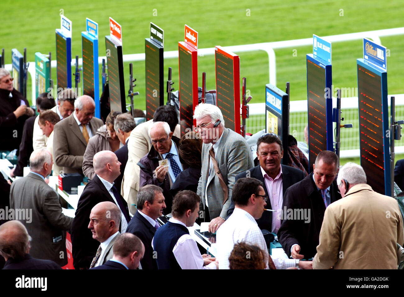 Horse Racing - Property Ladies Day - Sandown Park Racecourse Stock Photo