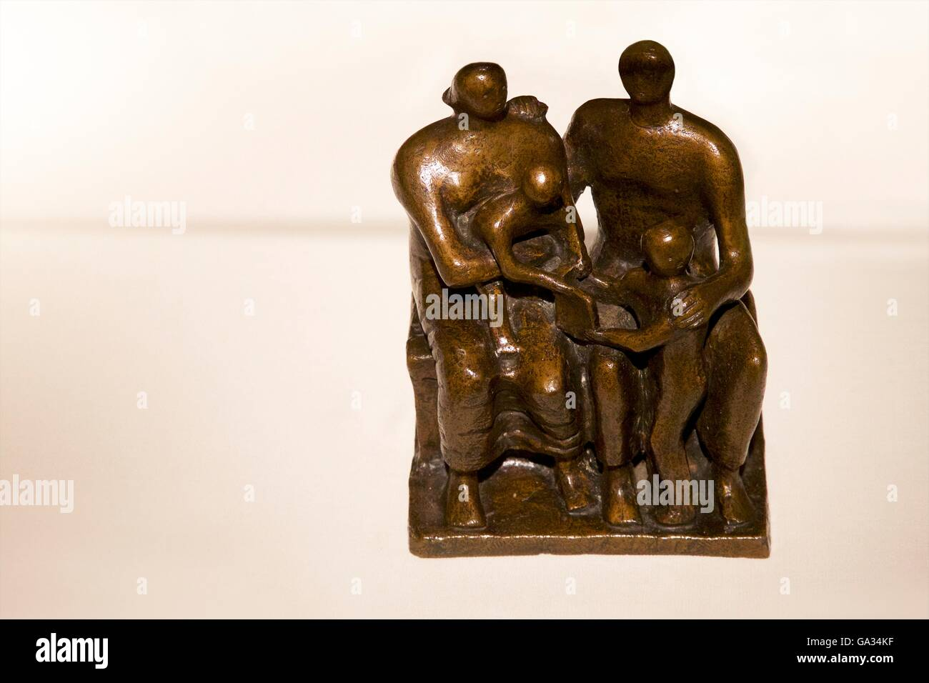 Family Group, by Henry Moore, 1944, Fitzwilliam Museum, Cambridge, England, UK, GB - Stock Image