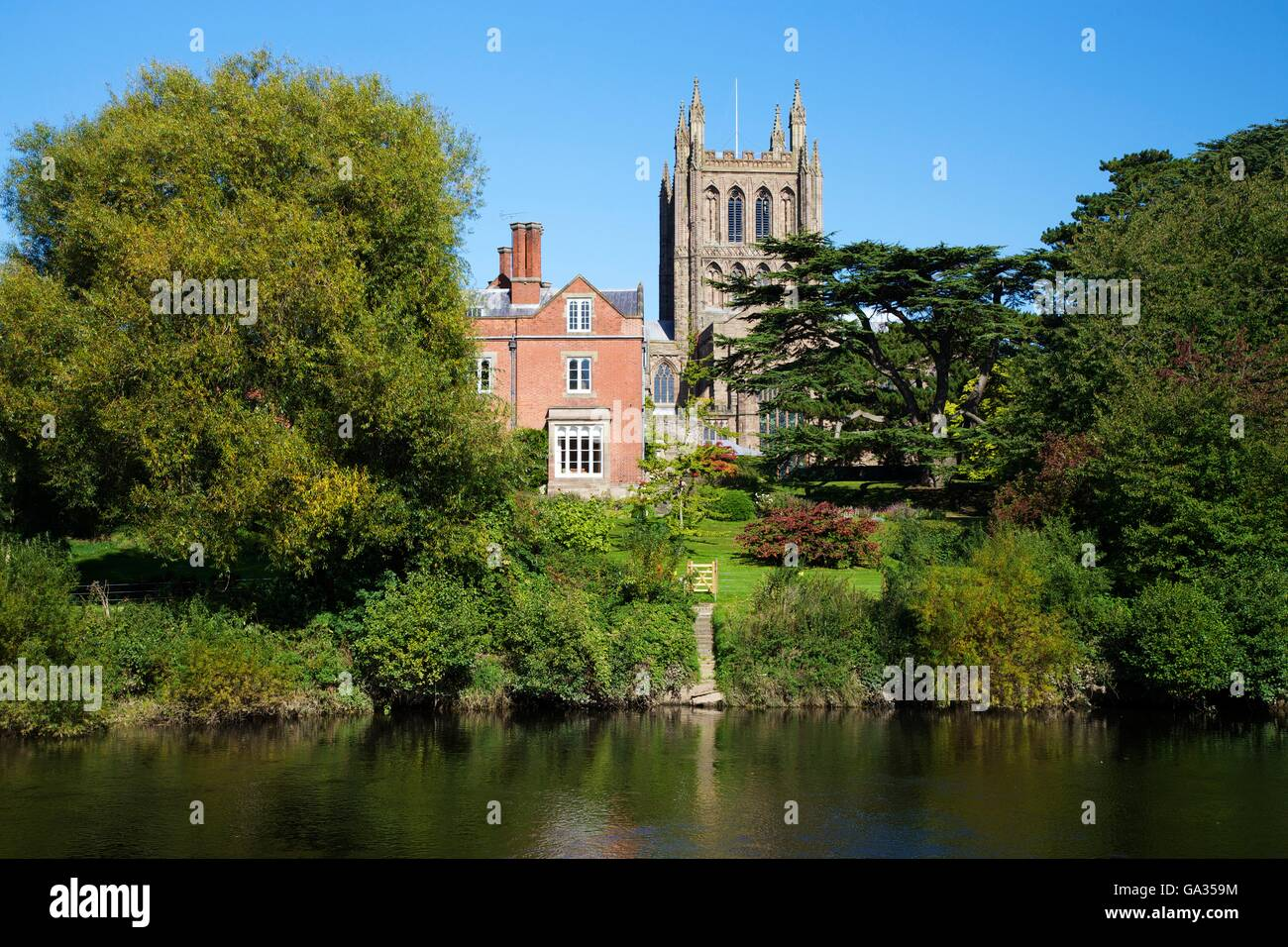 Hereford Cathedral Bishops Palace and River Wye, Herefordshire, England, UK, GB, Europe - Stock Image