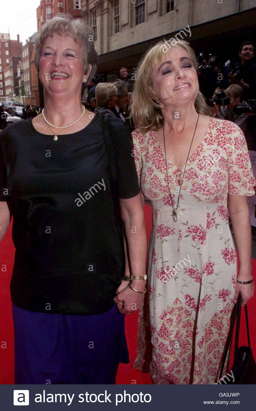 File photo dated 09/05/1999 of Caroline Aherne and her mother Maureen arriving at the BAFTA Television Awards, as - Stock Image