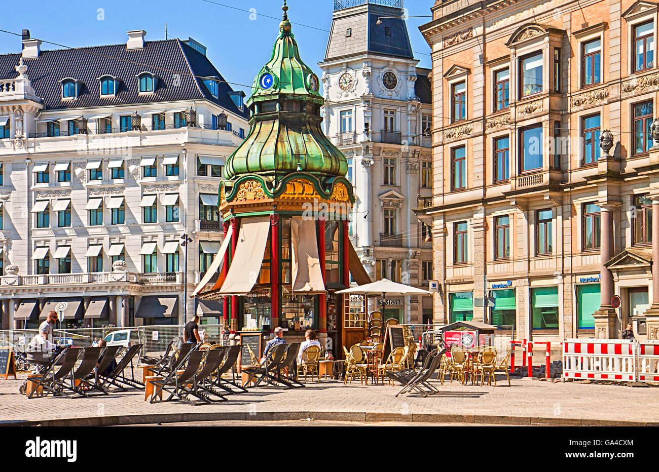 Copenhagen, Denmark: old baroque kiosk from 1913 transformed in coffee bar at Kongens Nytorv - Stock Image