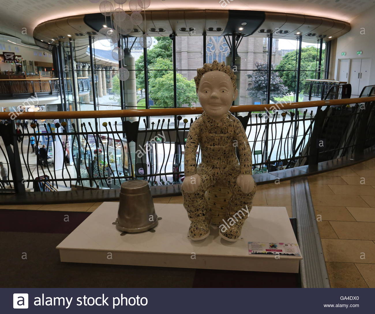 Wullie's Cheeky Tales by Nicki Bradwell on Oor Wullie Bucket Trail at Overgate Centre Dundee Scotland  June 2016 Stock Photo