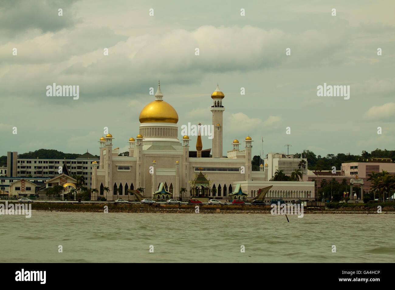 Beautiful View of Sultan Omar Ali Saifudding Mosque, Bandar Seri Begawan, Brunei - Stock Image