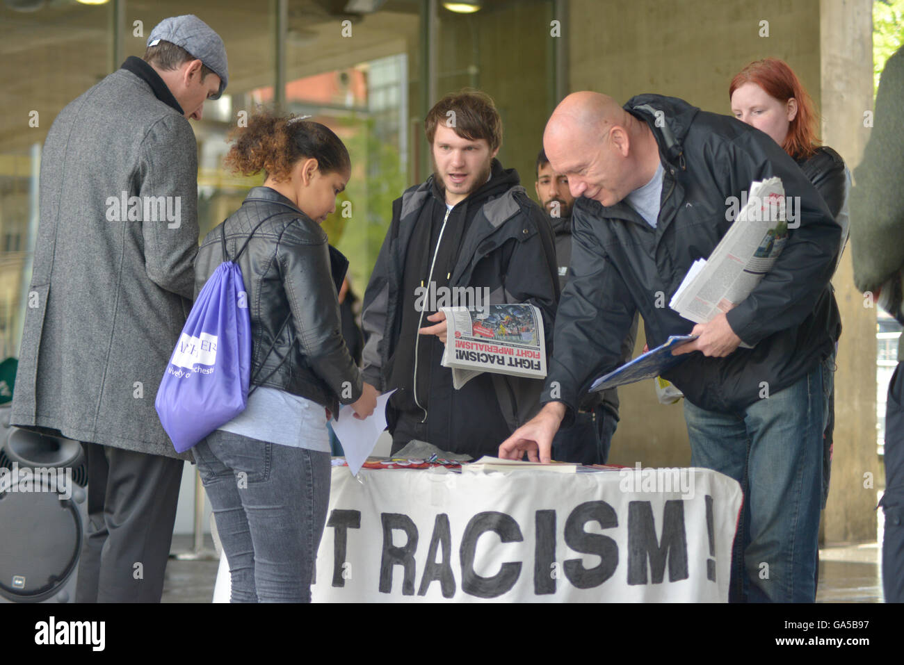 Manchester, UK. 02nd July, 2016. A person signing the Fight Racism-Fight Imperialism petition to condem the 'racist' - Stock Image