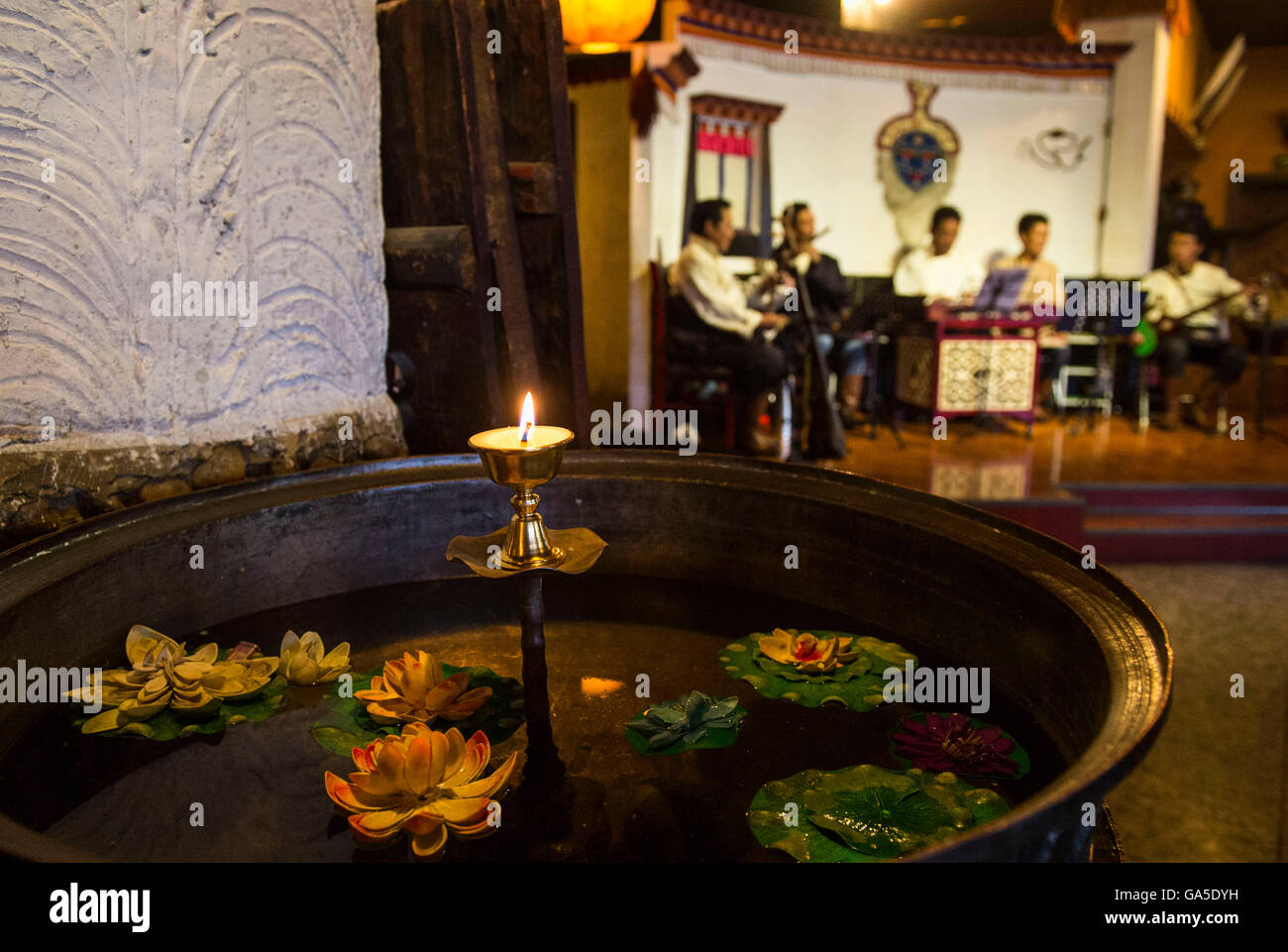 Lhasa. 16th June, 2016. Photo taken on June 16, 2016 shows the inside view of a restaurant in Xigaze, the second - Stock Image