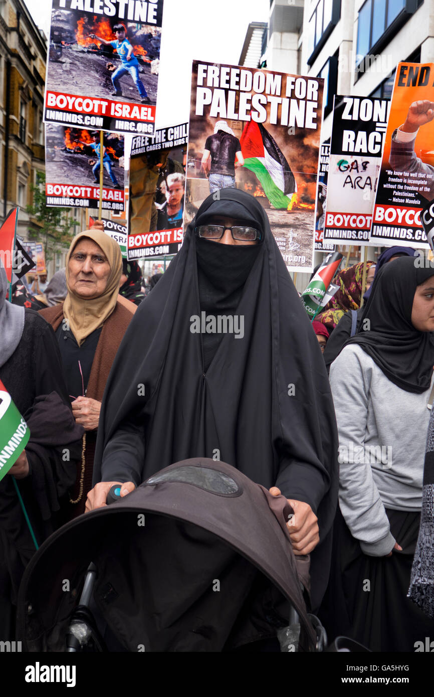 Pro-Palestinian groups took part in a march and rally to commemorate Al-Quds Day. Organized by the Islamic Human - Stock Image
