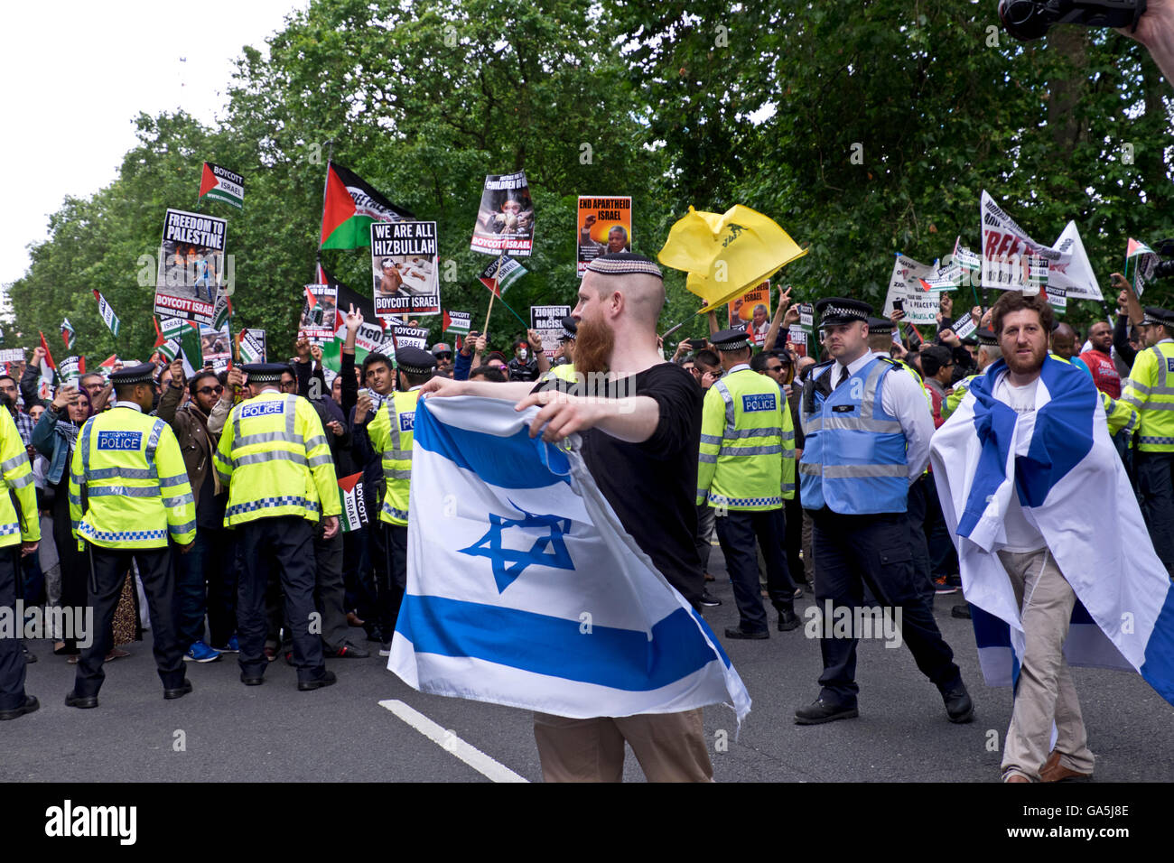 Israeli demonstration counter- protest  to Pro-Palestinian group commemorating Al-Quds Day. - Stock Image