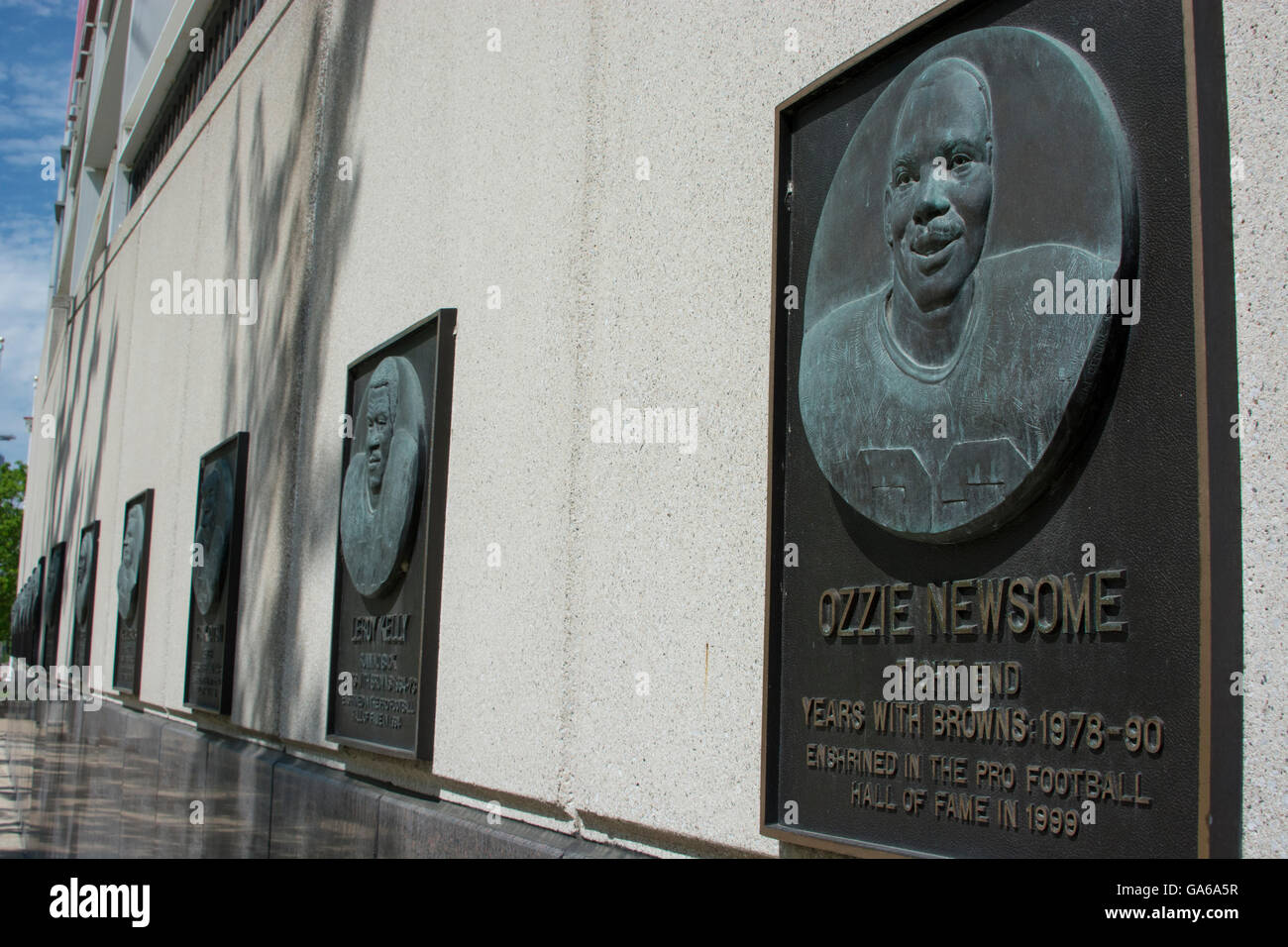Ohio, Cleveland. Cleveland Browns Stadium aka First Energy Stadium. Monument wall with famous Cleveland team members. - Stock Image