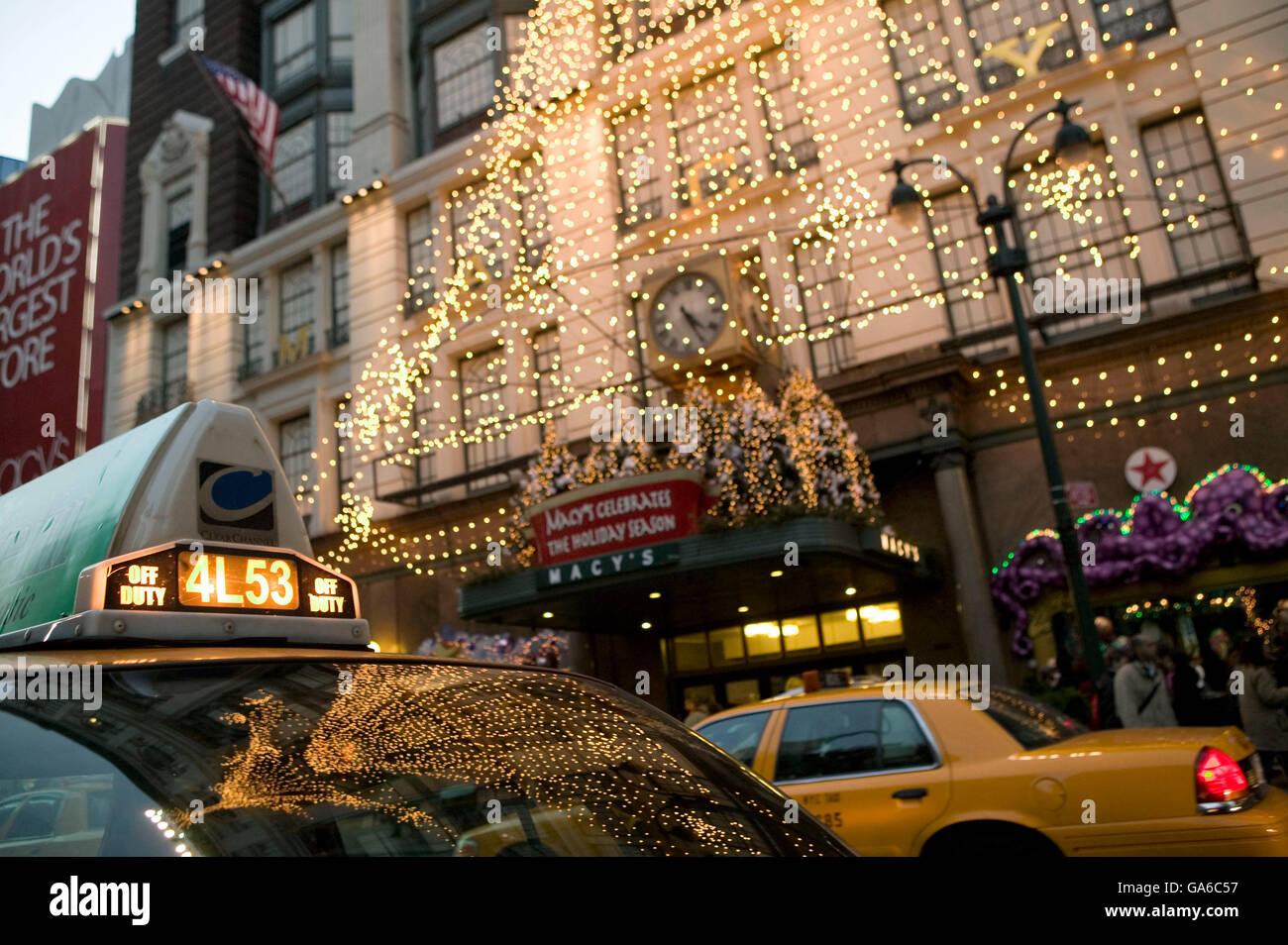 Macys Christmas Shopper Stock Photos & Macys Christmas Shopper Stock ...