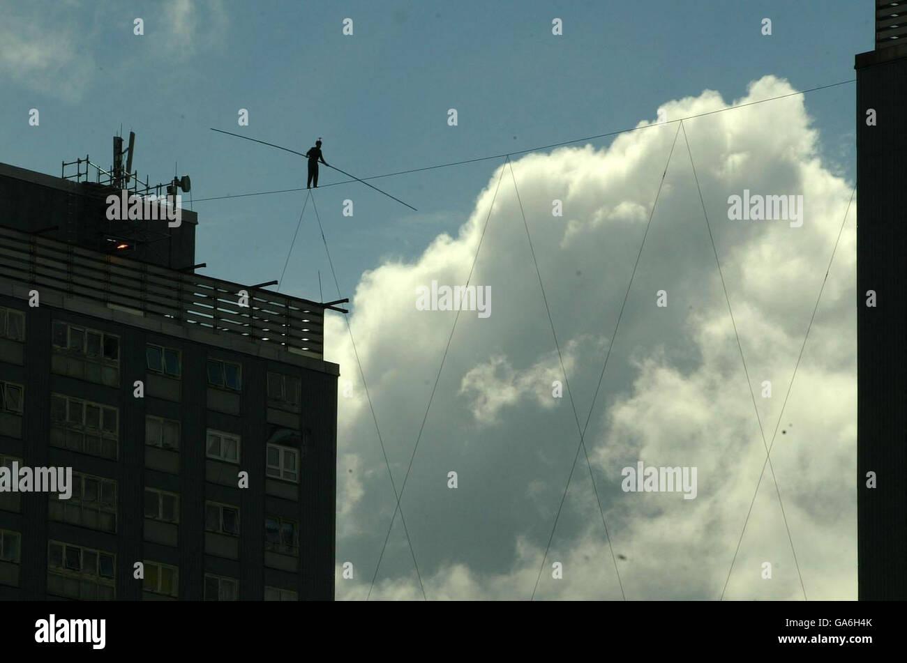 High wire walker - Glasgow Stock Photo: 109553939 - Alamy