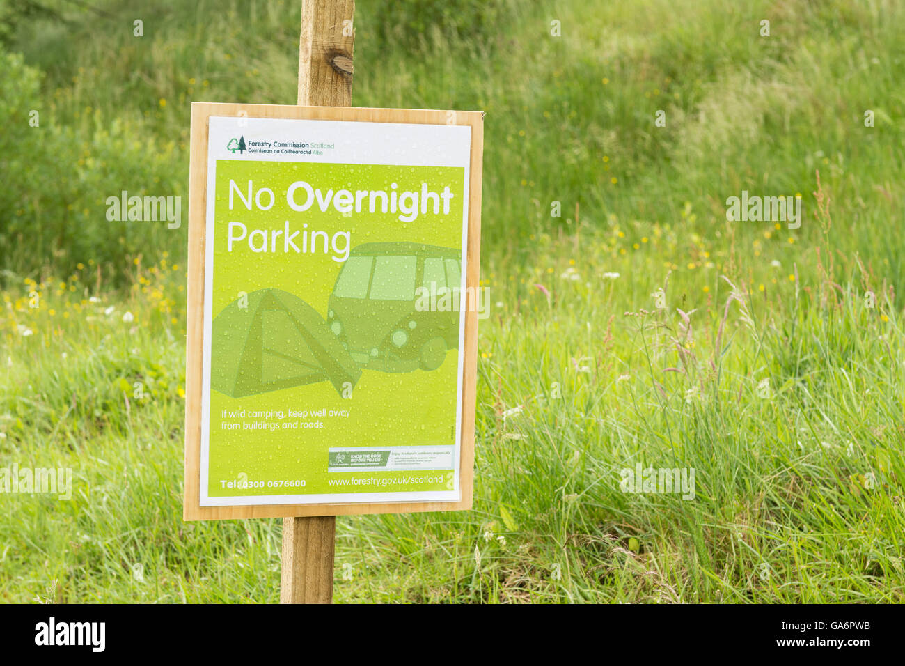 'No Overnight Parking' sign at Rest and be Thankful, Glen Croe, Scotland, UK - Stock Image
