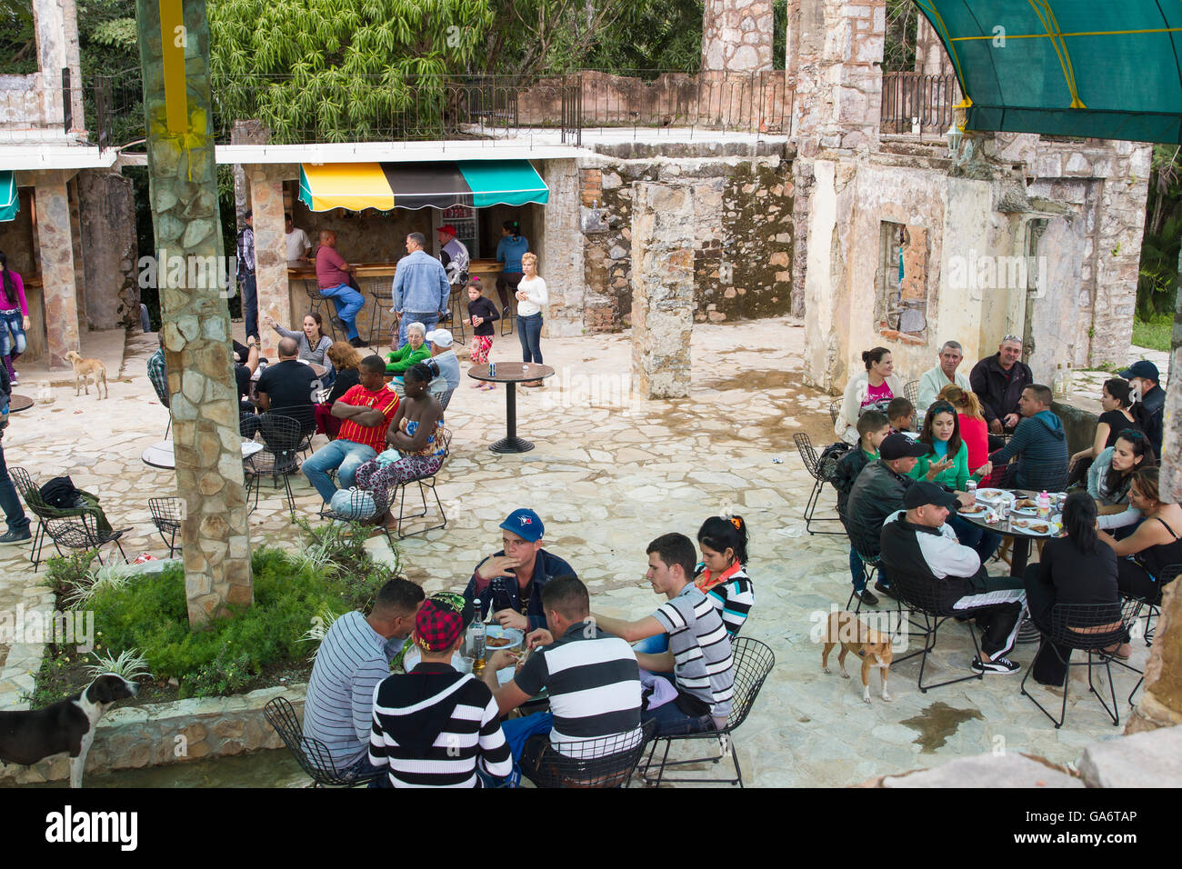 People dining at an outdoor cafe in La Guira National Park, Cuba - Stock Image