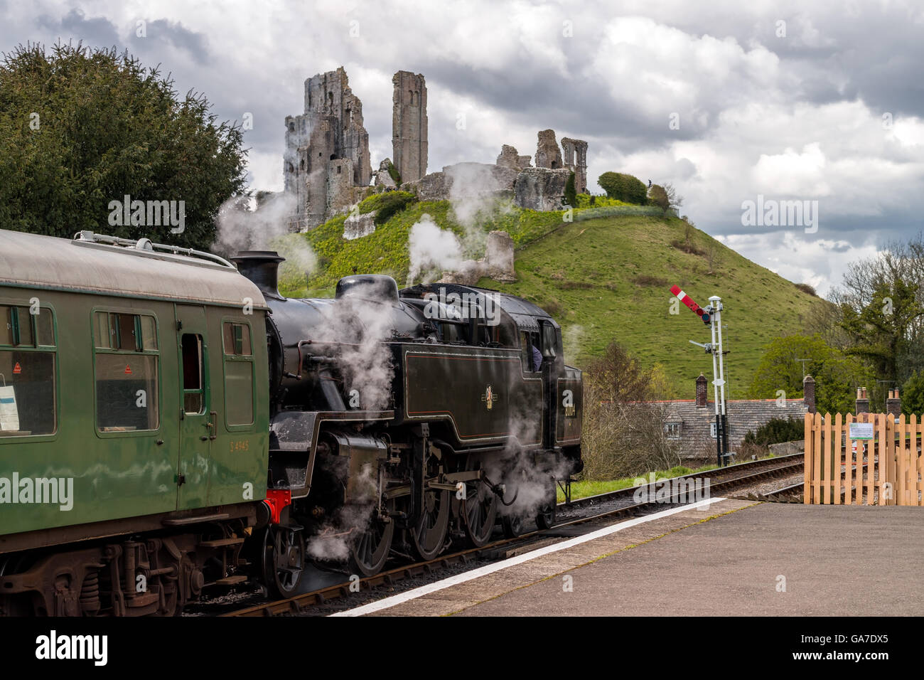Locomotive arrived at Corfe station Stock Photo