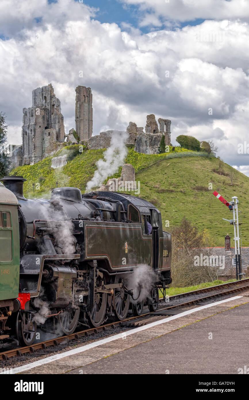 Locomotive arrived at Corfe station - Stock Image