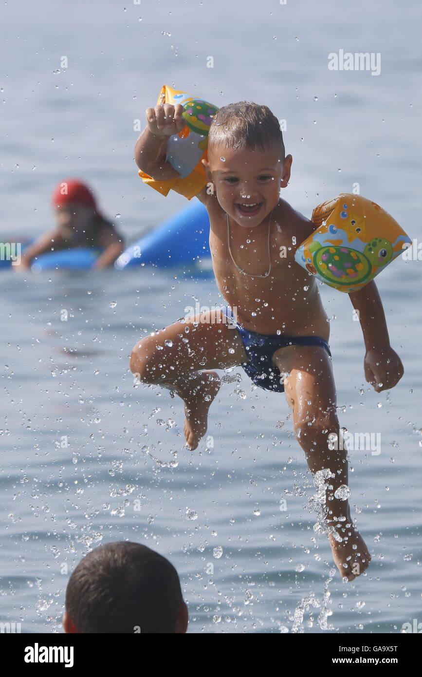 GELENDZHIK, RUSSIA - AUGUST 1, 2016: A boy jumps into the Black Sea. Valery Matytsin/TASS - Stock Image