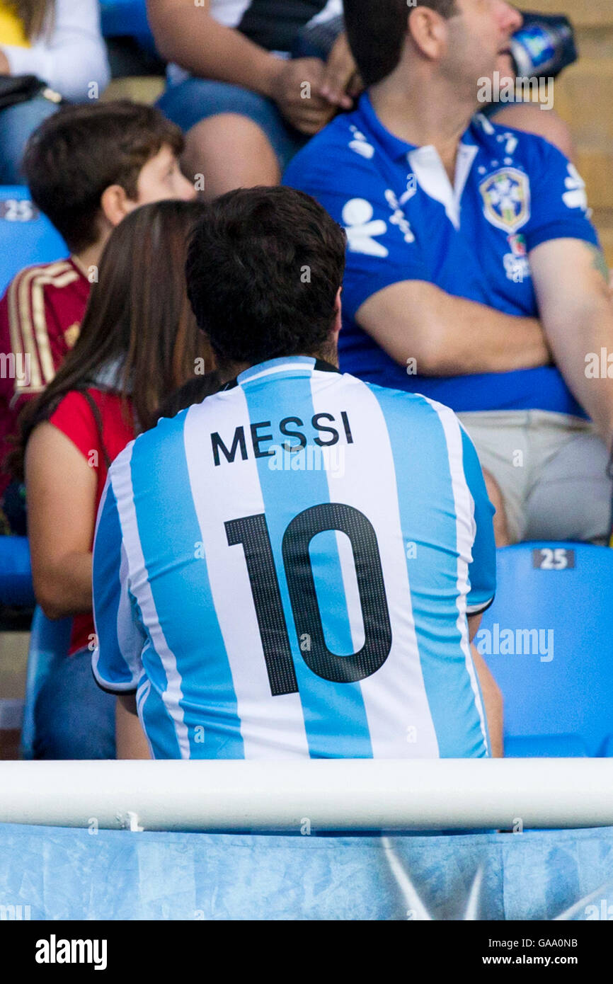 RIO DE JANEIRO, RJ - 04.08.2016: OLYMPICS 2016 FOOTBALL RJ - Fan with the player's shirtsMessi of Argentina - Stock Image