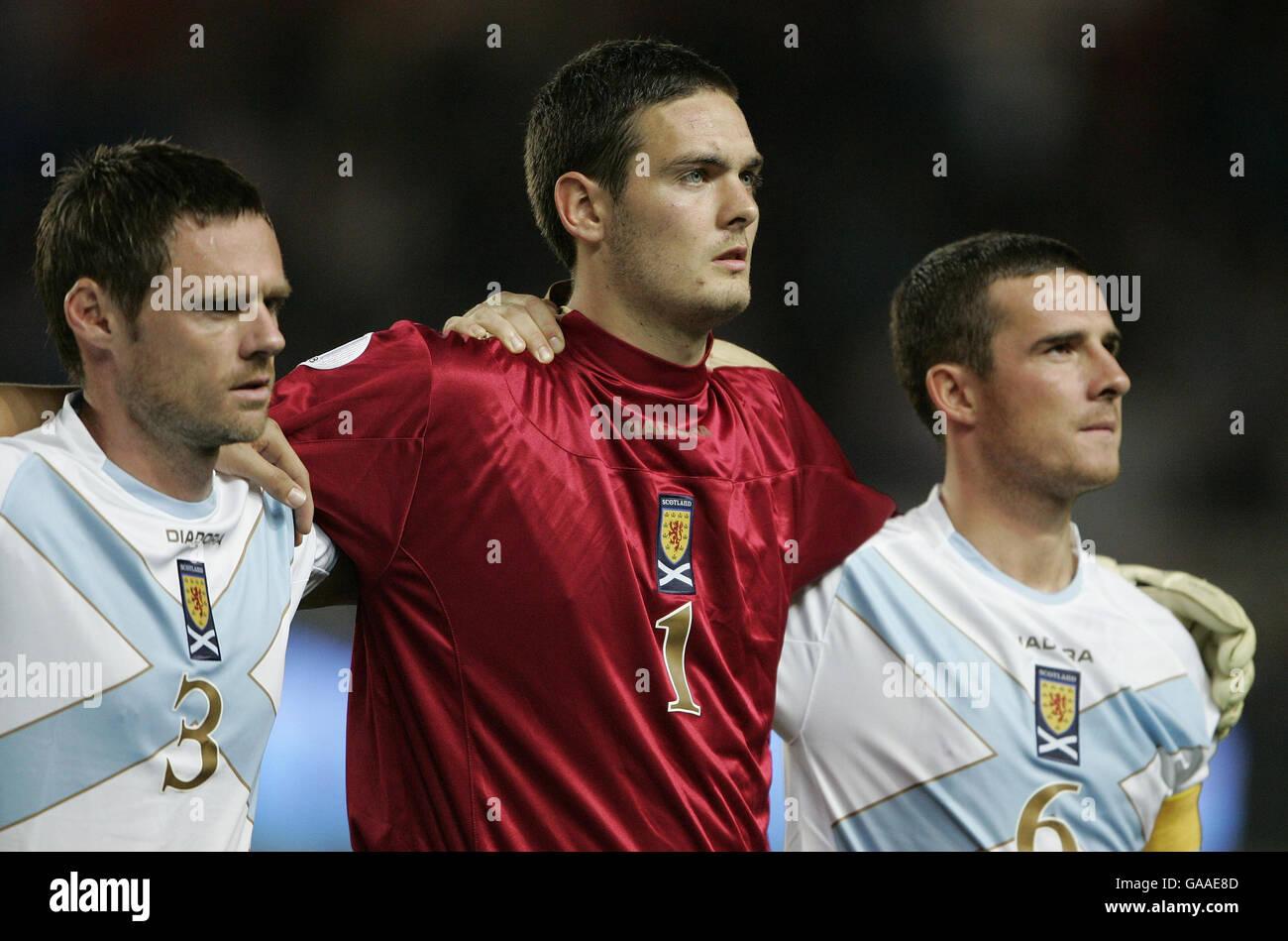 Scotland's Graham Alexander , Craig Gordon and Barry Ferguson line up against France during the European Qualifier - Stock Image