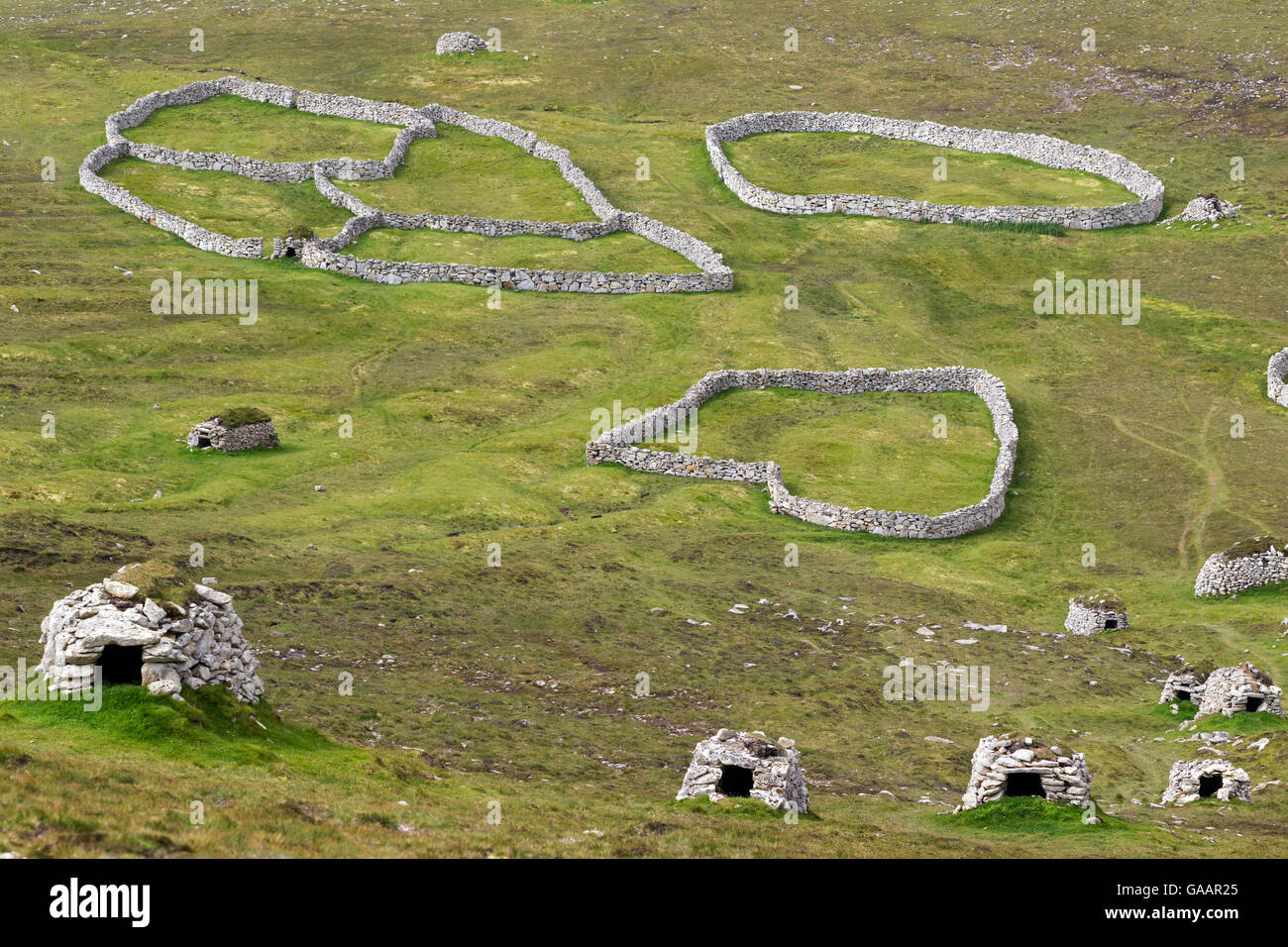 Stone cleats and circular dry-stone walls above the main settlement in Village Bay, Hirta. St Kilda, Outer Hebrides, - Stock Image