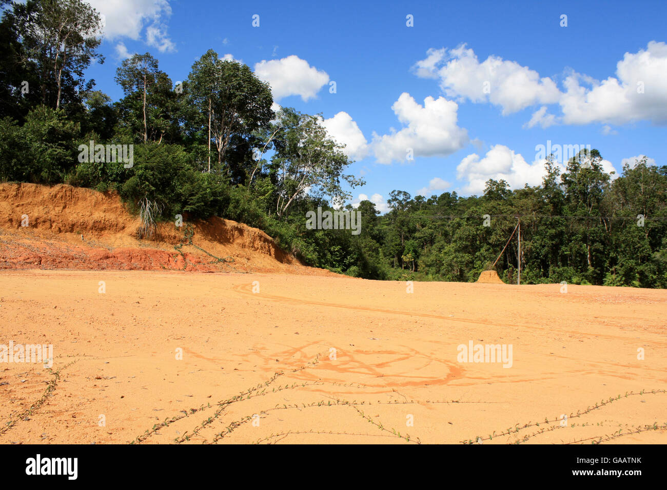 Loss of topsoil in deforested land, Central Kalimantan, Indonesian Borneo. June 2010. - Stock Image