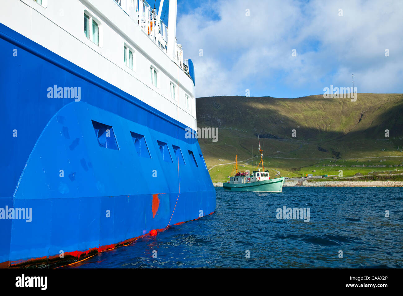 'Quest' ferry landing in Village Bay, St. Kilda, Outer Hebrides, Scotland, UK. All non-editorial uses must - Stock Image