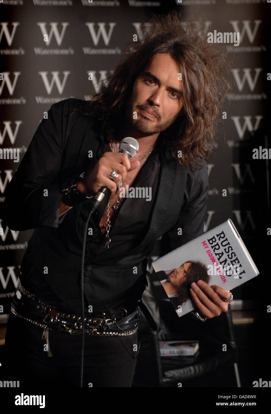 Russell Brand My Booky Wook Signing - London - Stock Image