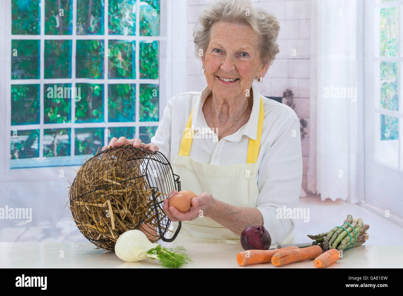 Woman with groceries she just shopped - Stock Image
