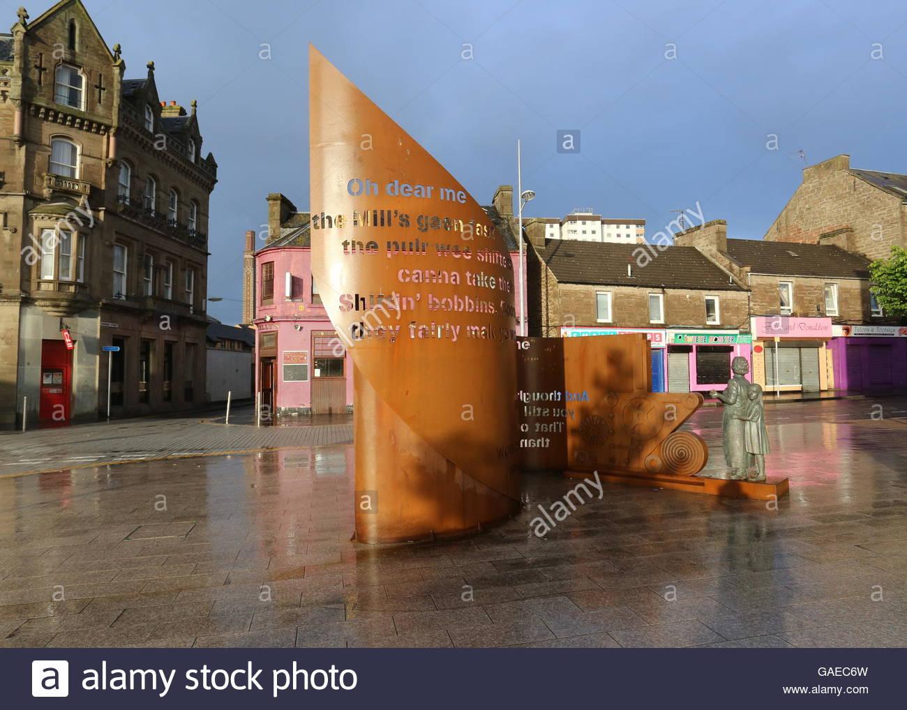 Tribute to Jute Mill women Lochee Dundee Scotland  June 2016 - Stock Image