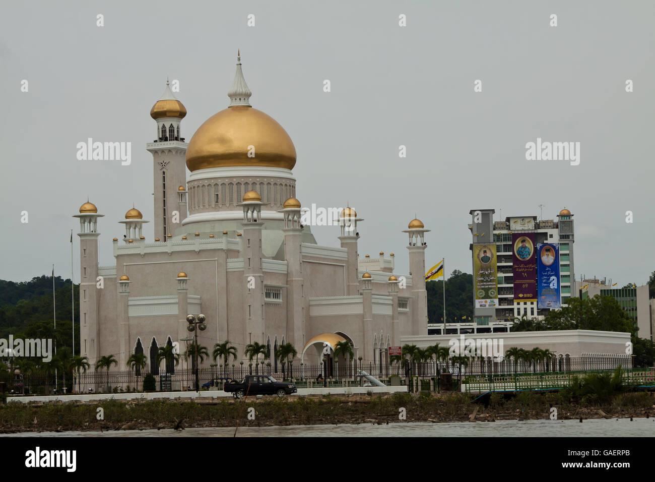 Sultan Omar Ali Saifuddin Mosque in Bandar Seri Begawan - Brunei - Stock Image