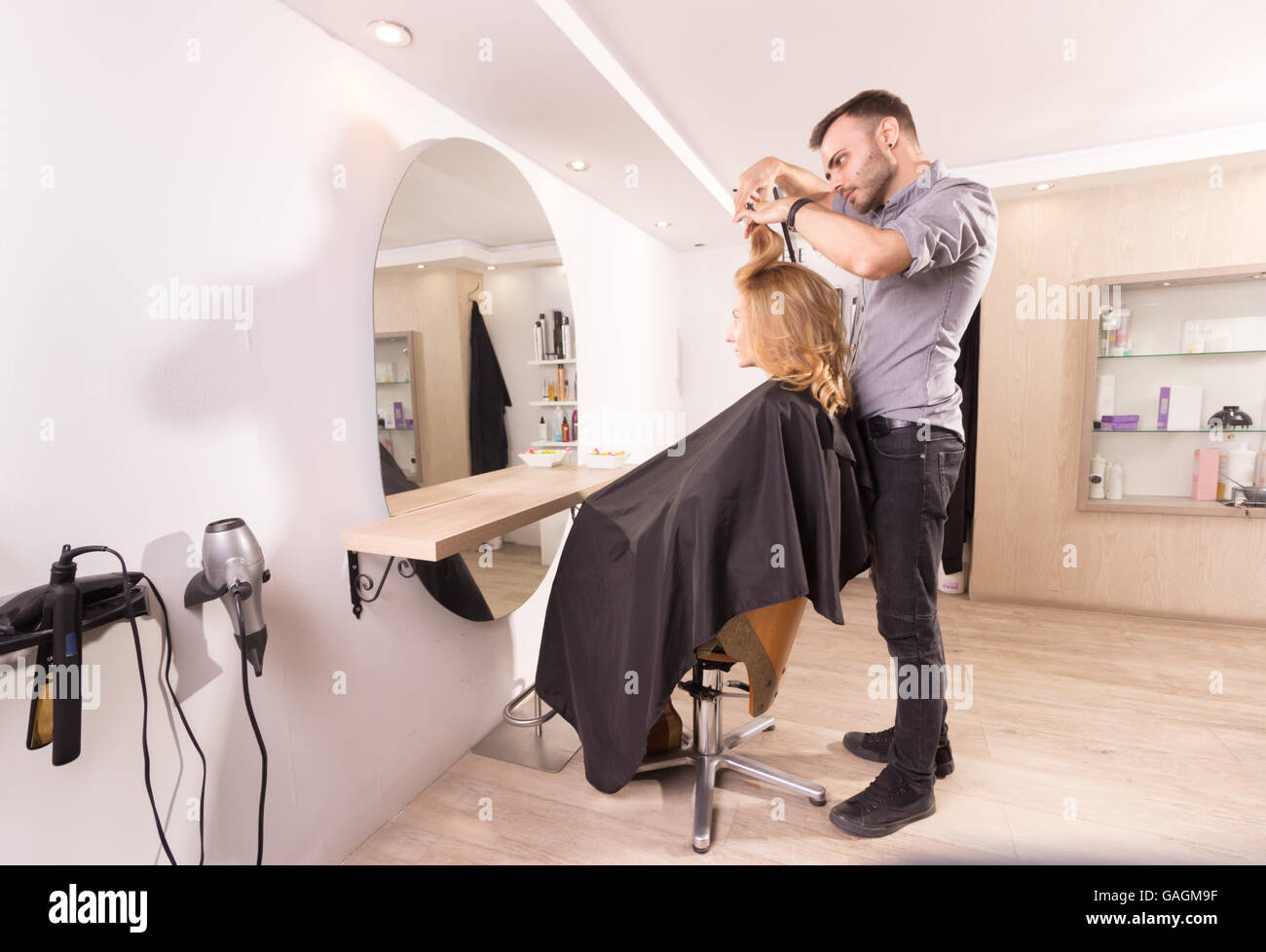 hairdresser salon woman hairstyle side view - Stock Image