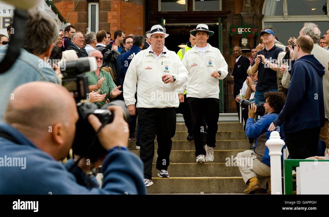 Cricket - Second npower Test Match - Day One - England v New Zealand